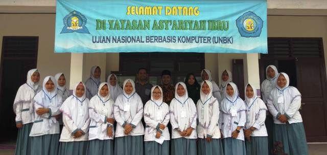 Foto Bersama Pengawas Ujian Nasional Berbasis Komputer (UNBK) SMK Asy'ariyah Muaro Jambi