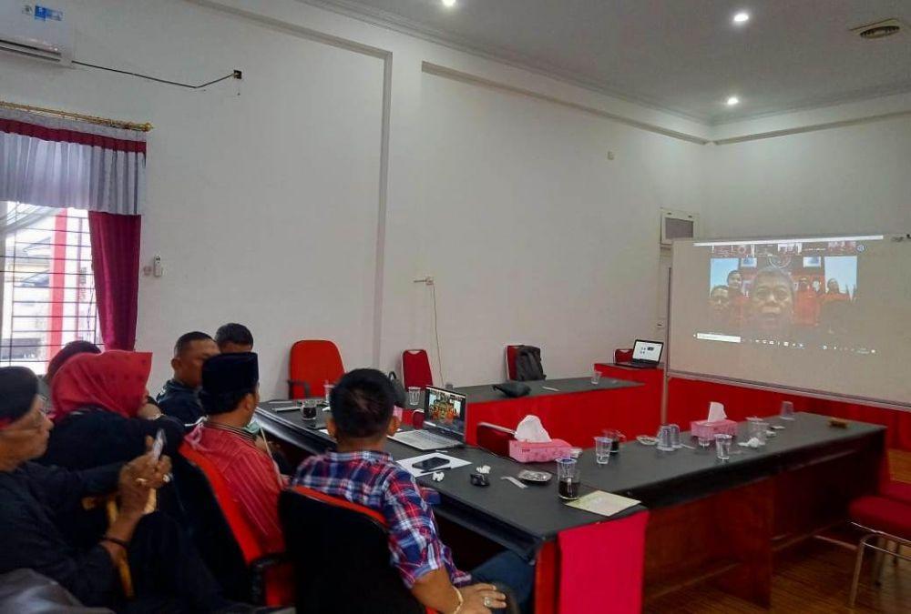 Pengurus DPD PDI Perjuangan Provinsi Jambi saat teleconference bersama DPP
