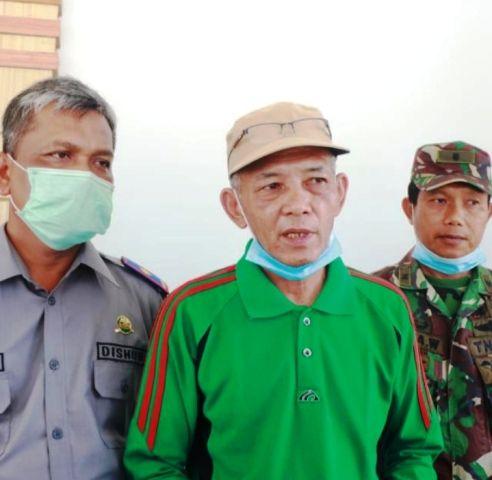 Taharuddin (tengah)