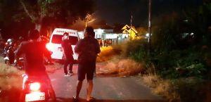 Mobil Ambulance Tiba di Kediaman Pasien 01 Covid 19 di Pasir Putih