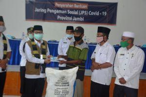 Bagikan JPS di Muaro Jambi, Fachrori: JPS Covid-19 Bantu Perekonomian Masyarakat