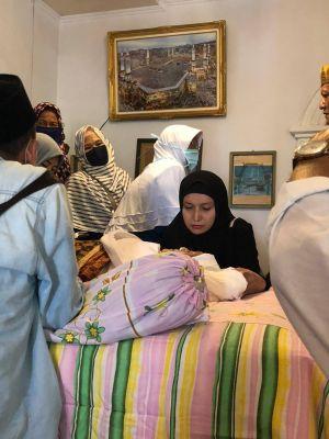 Sampaikan Duka Cita Mendalam, Ratu Munawarah Takziyah ke Kediaman Alm Dahniar Wahab