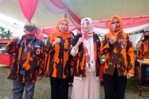 Ke Markas Besar Pemuda Pancasila Kota Jambi, Ratu Munawaroh Dipasangkan Seragam PP
