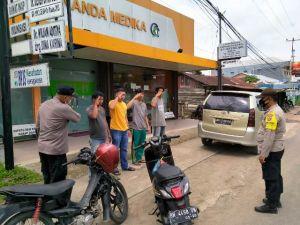 Pelanggar Prokes Diberi Sanksi Hormat Bendera dan Nyanyikan Indonesia Raya