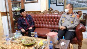 Kapolda Jambi Irjen Pol A Rachmad Wibowo Sambangi H Umar Yusuf di Kediamannya