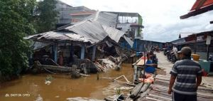 BREAKING NEWS: Bangunan Pasar Kuatik di Kualatungkal Ambruk