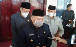 Tunjukan Wajah Kecewa Tak Sejalan, Safrial Walk Out Rapat Paripurna APBD 2021