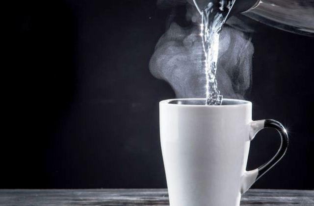 Minum Air Hangat Lebih Baik dari Air Dingin? Cek Kelebihan dan Kekurangannya