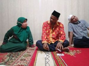 Samiun Menyambangi Kediaman Mursida, Camat Viral yang Disebut Rismanya Jambi