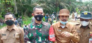 Dandim 0415/Bth Kolonel Inf J Hadiyanto Tinjau Pembukaan Jalan Di Sungai Terap