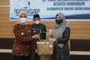 Bupati akan Wajibkan ASN Pakai Batik Produk Tanjabbar