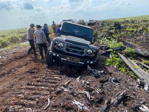 Antisipasi Karhutla, Kendaraan Kapolda Jambi Terjerembab di Gambut saat Tinjau Revitalisasi Kanal