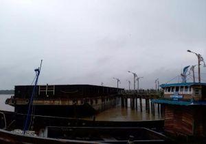 Kapal Tongkang Tabrak Jembatan WFC Kualatungkal
