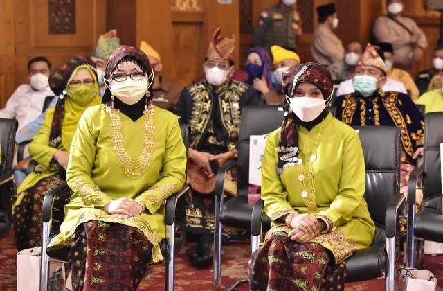 Yuliana Fasha bersama dr Nadya Maulana