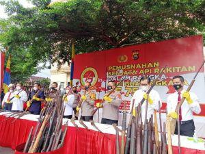 Peringatan Hari Bhayangkara ke-75, Ratusan Senjata Api Tradisional Dimusnahkan