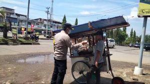 Sosok Polisi Datangi PKL Borong Dagangan Hingga Beri Bantuan, Pedagang: Belum Sempat Terimakasih