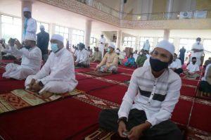 Sholat Ied Adha di Masjid Syaikh Utsman Kualatungkal Berjalan Tertib,  Bupati: Tetap patuhi Prokes