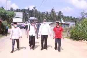 Wabup Hairan Didampingi Anggota DPRD H Assek Tinjau Kondisi Jalan Senyerang