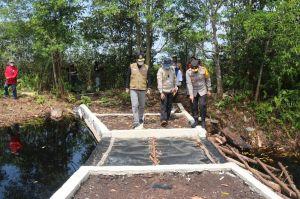 Kapolda Cek Sekat kanal di Seponjen Muaro Jambi Antisipasi Karhutla