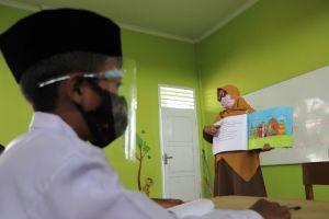 Basyir, Kepala Sekolah di Kota Jambi yang Peduli Anak-Anak Berkebutuhan Khusus