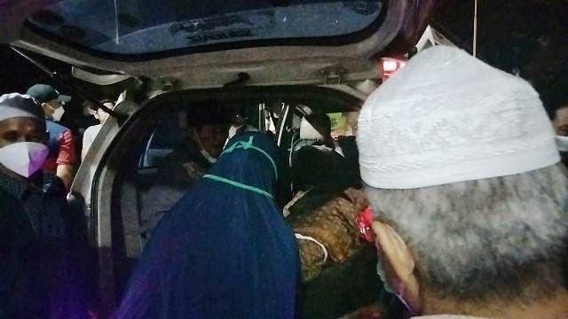 Jenazah dibawa ke Kota Jambi untuk dimakamkan