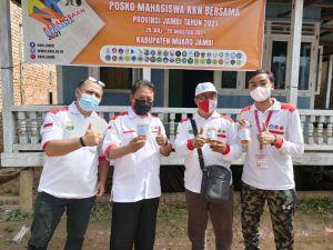 Mahasiwa KKN Bersama Posko V Desa Bakung Mengolah Limbah Batang Pisang Menjadi Cemilan