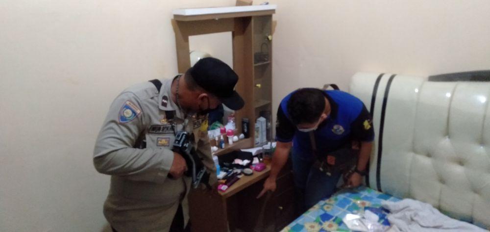 Suasana rumah korban pencurian saat didatangi pihak kepolisian