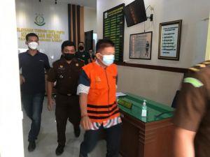 Berompi Orange, Anggota DPRD Tanjabbar Ini Resmi Ditahan
