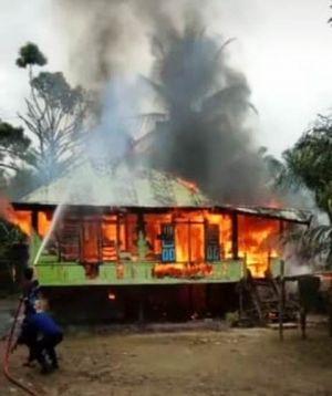 Rumah Warga di Rantau Panjang Hangus Terbakar