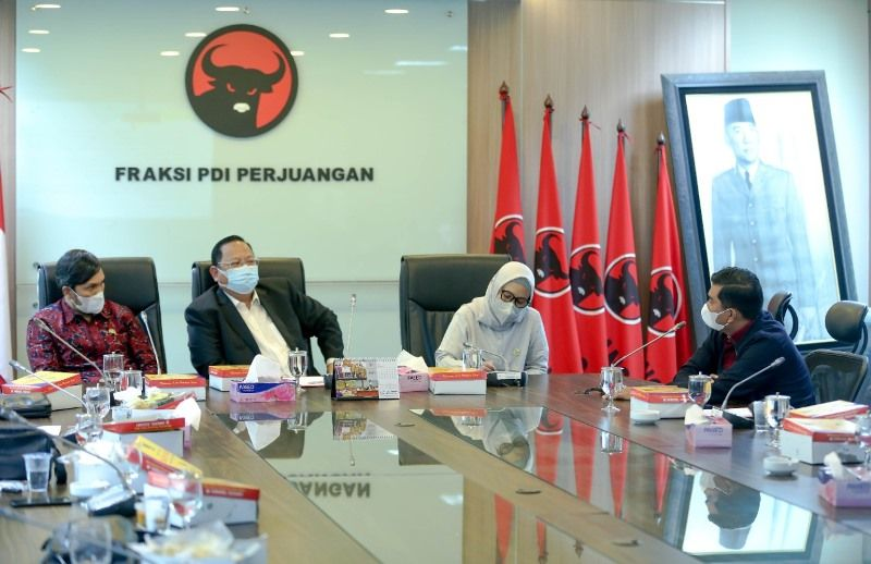 Edi Purwanto, Sudin, Riezky Aprilia, Rocky Candra saat Konsultasi Pansus Konflik Lahan Jambi ke Komisi IV DPR RI